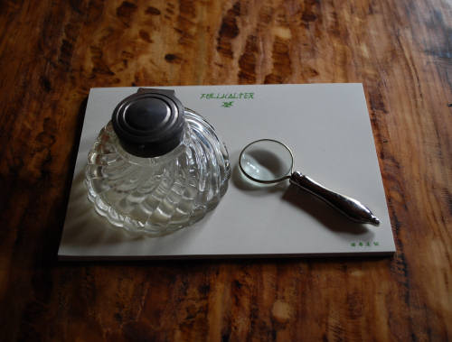 インク瓶とルーペ_e0200879_12594288.jpg