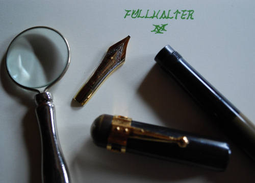 インク瓶とルーペ_e0200879_13385727.jpg