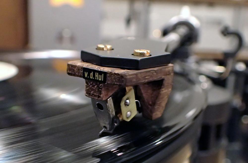 van den Hul MCカートリッジ 『The Crimson XGW』 試聴しました。_b0262449_20280911.jpg