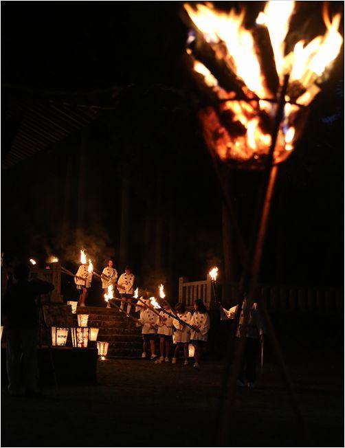 郡神社の火祭り_a0256349_1261424.jpg