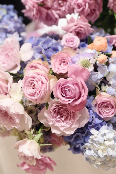夏の装花 リストランテASO様へ 紫と青、バラと紫陽花で_a0042928_11191458.jpg