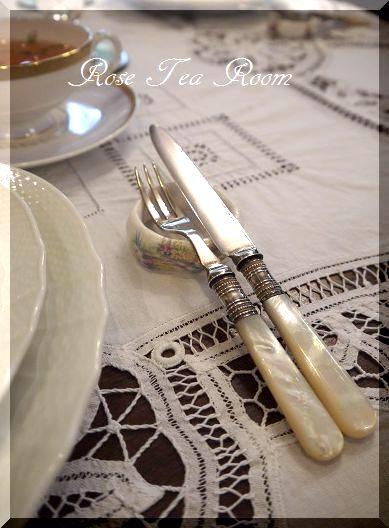 2素敵な! バラのお迎えテーブル&タティングレース~♪_a0159974_901889.jpg