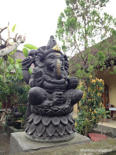 西の入り口にガネーシャ像が飾られておりました。_a0120328_19405616.jpg