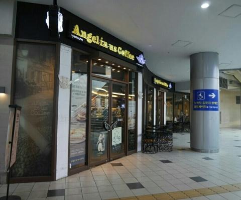 ソウル駅 「Angel-in-us Coffee」でウマウマグレープフルーツティー_a0187658_22323233.jpg