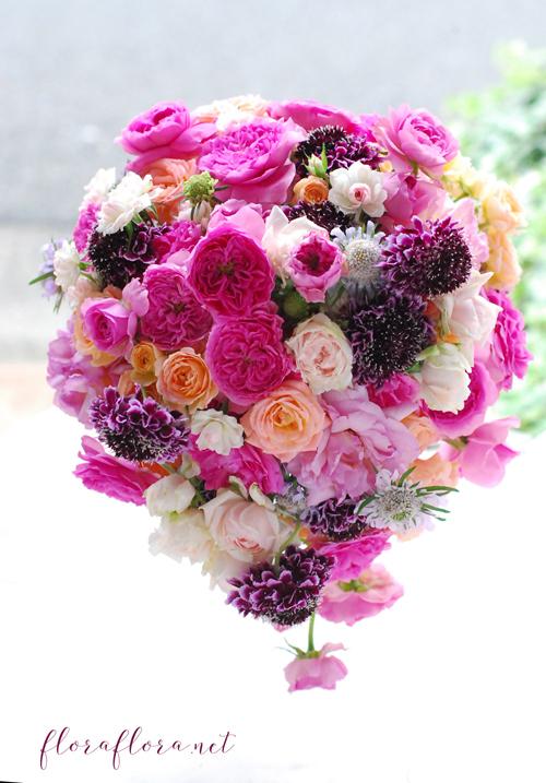 満開のバラとスカビオサ 幸せ満ちあふれるウェディングブーケ 東京目黒不動前フラワースタジオフローラフローラ_a0115684_21183999.jpg