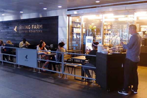 小売店舗が入居しはじめたフルトン・センター(Fulton Center)_b0007805_12541429.jpg