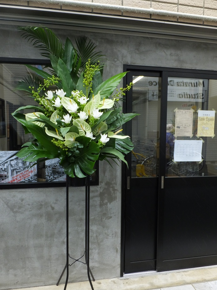 オークリーフ(クルクマとアンスリュームのスタンド装花)_f0049672_13375456.jpg