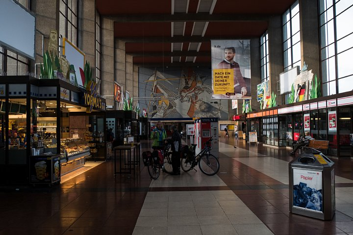 早朝のハイデルベルク中央駅_d0353489_20474854.jpg