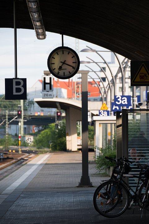 早朝のハイデルベルク中央駅_d0353489_2048196.jpg