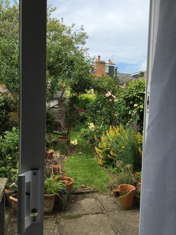 暮らすように旅する〜イギリスのおうちの秘密のお庭 1_c0274374_23115369.jpeg