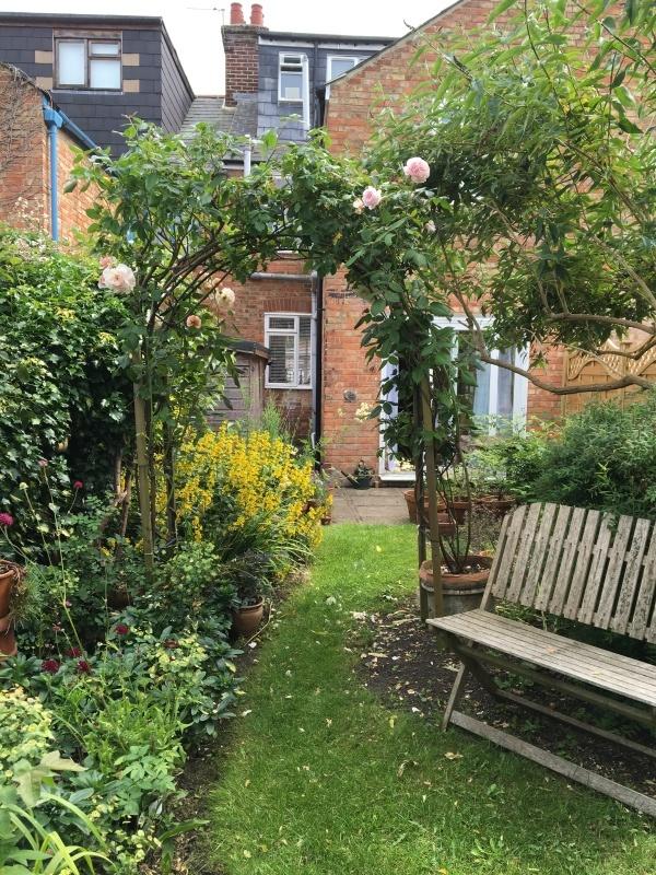 暮らすように旅する〜イギリスのおうちの秘密のお庭 1_c0274374_23124950.jpeg