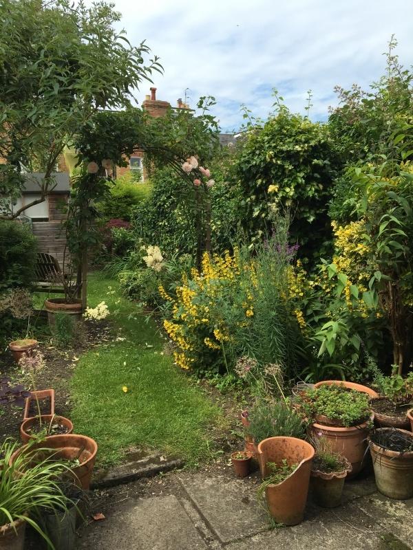 暮らすように旅する〜イギリスのおうちの秘密のお庭 1_c0274374_23173065.jpeg