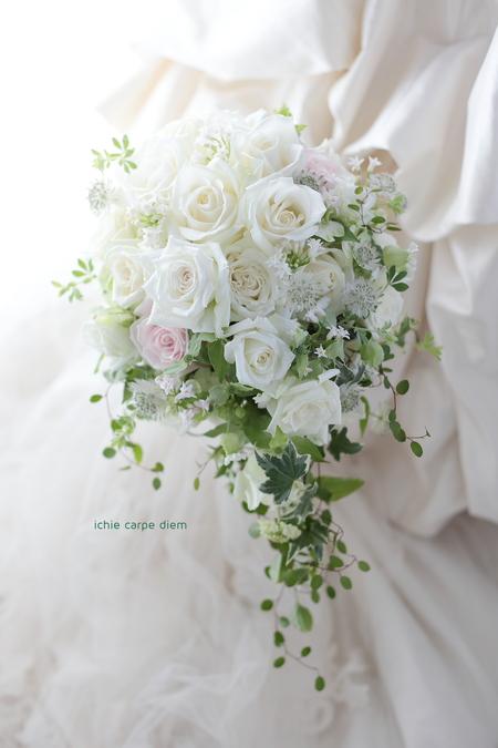 セミキャスケードブーケ 八芳園様へ バラらしいバラで _a0042928_11205.jpg