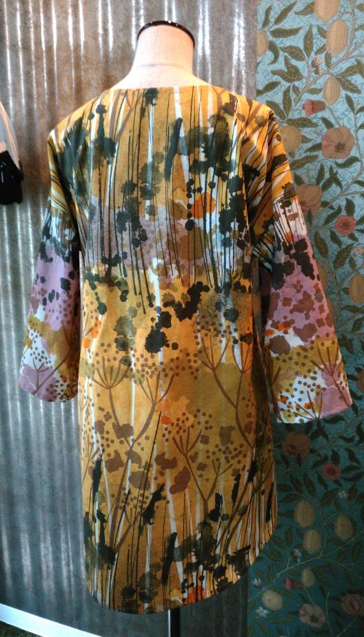 カーテン生地で作る洋服_c0157866_19551438.jpg