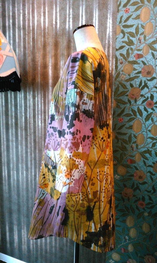 カーテン生地で作る洋服_c0157866_1955322.jpg