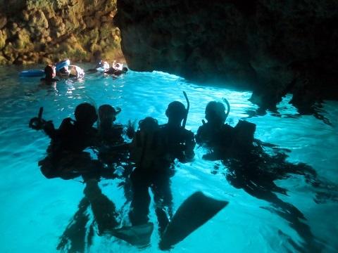 ボートで青の洞窟行ってきました!!_a0156273_19411803.jpg