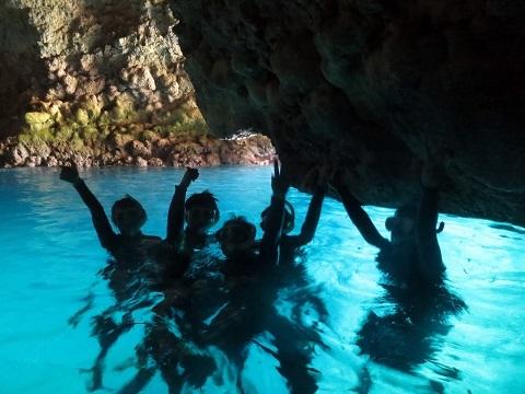 ボートで青の洞窟行ってきました!!_a0156273_19505111.jpg