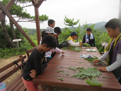 深日小・学童保育の子どもたち 孝子の森で遊ぶ  by  (ナベサダ)_f0053885_2053272.jpg