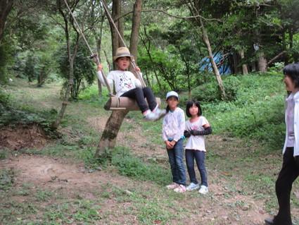 深日小・学童保育の子どもたち 孝子の森で遊ぶ  by  (ナベサダ)_f0053885_20565790.jpg
