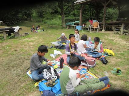 深日小・学童保育の子どもたち 孝子の森で遊ぶ  by  (ナベサダ)_f0053885_2121459.jpg