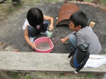 深日小・学童保育の子どもたち 孝子の森で遊ぶ  by  (ナベサダ)_f0053885_2153116.jpg