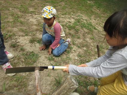 深日小・学童保育の子どもたち 孝子の森で遊ぶ  by  (ナベサダ)_f0053885_21533.jpg