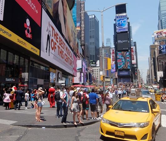 タイムズ・スクエアの歩行者天国に新しいゾーン区分けできました_b0007805_4114192.jpg