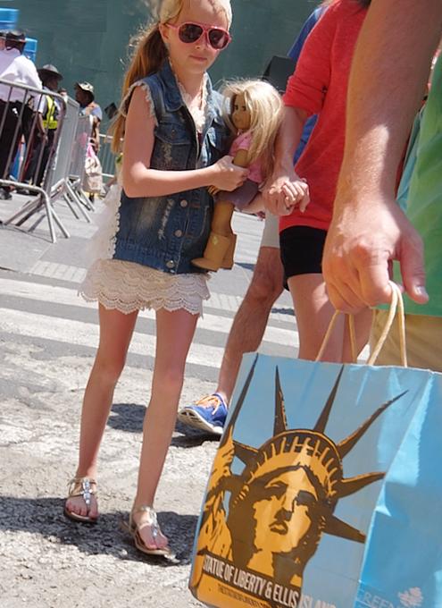 タイムズ・スクエアの歩行者天国に新しいゾーン区分けできました_b0007805_413980.jpg