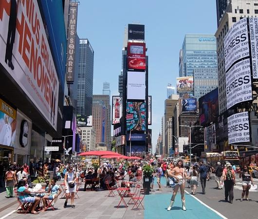 タイムズ・スクエアの歩行者天国に新しいゾーン区分けできました_b0007805_473810.jpg