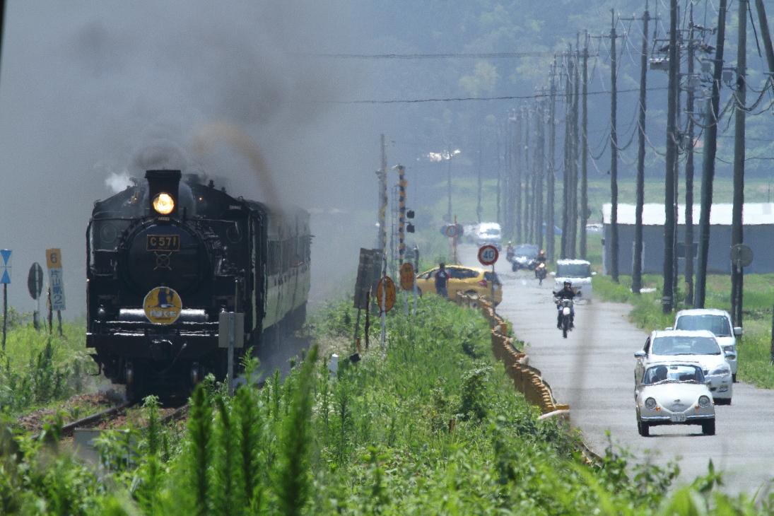 昭和の汽車と車の並走 - 2016年夏・やまぐち重連 -  _b0190710_23583077.jpg