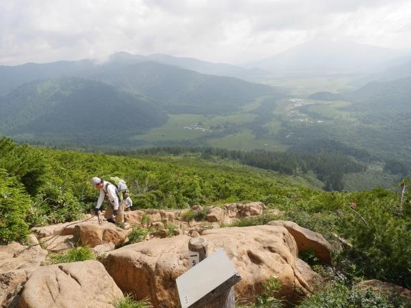 蛇紋岩と花の名山 至仏山_a0351368_22472475.jpg