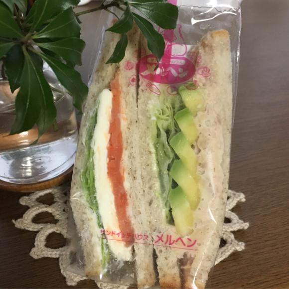 何気にメルヘンのサンドイッチが好き_b0065587_22190071.jpg