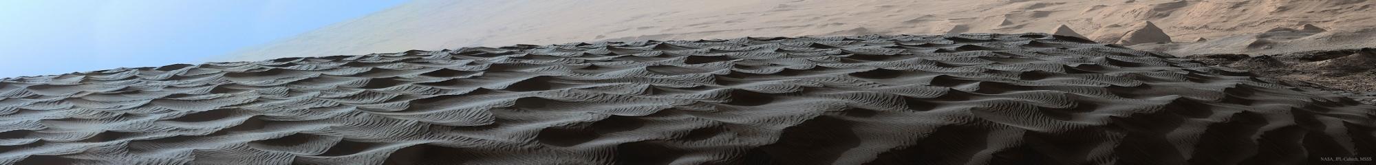 火星探査車キュリオシティが捉えた火星のナミブ砂丘の様子_d0063814_16154066.jpg