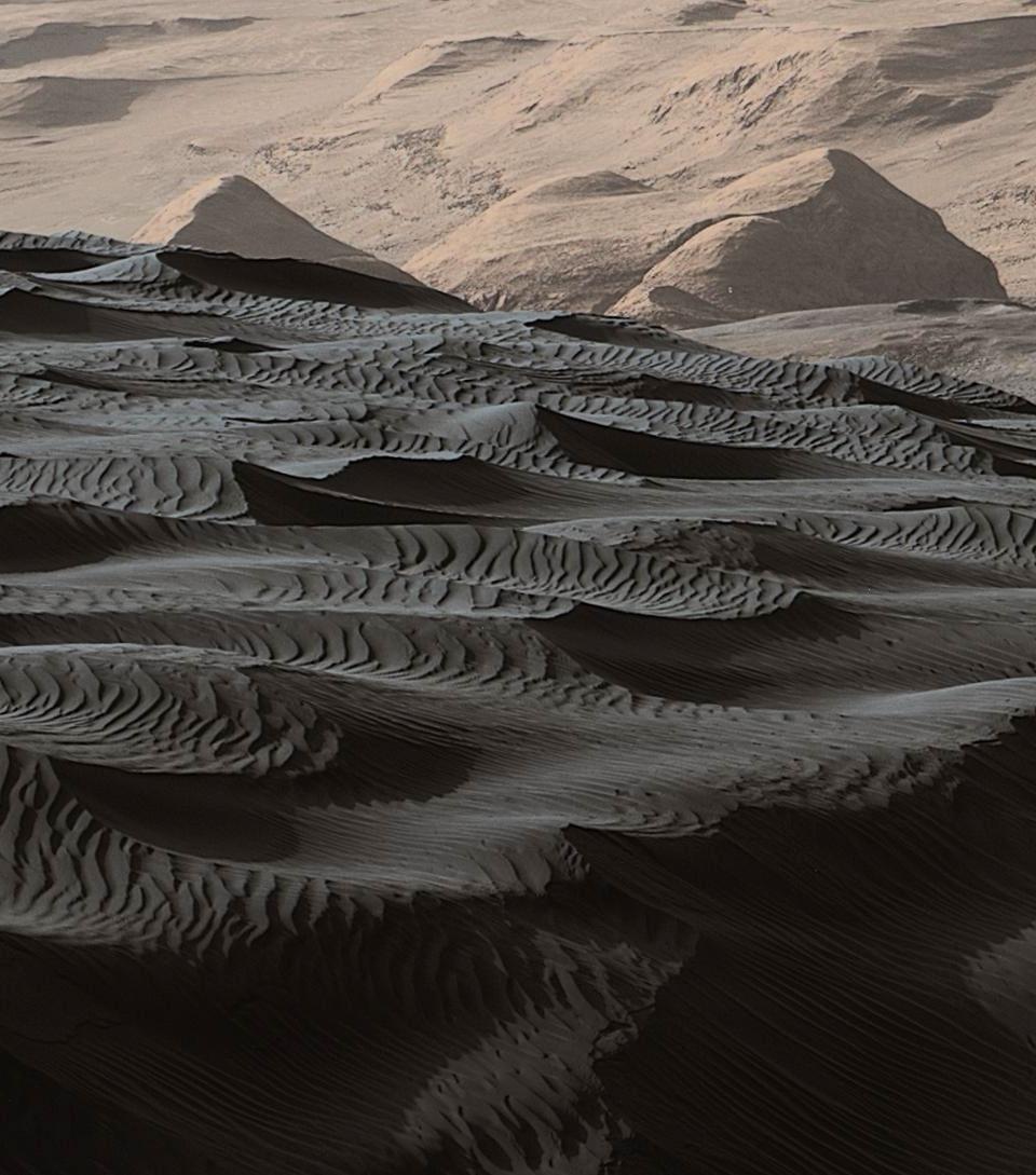 火星探査車キュリオシティが捉えた火星のナミブ砂丘の様子_d0063814_16180759.jpg