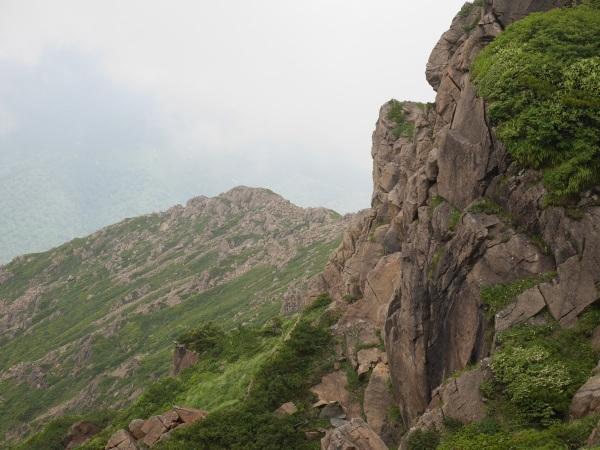 蛇紋岩と花の名山 至仏山_a0351368_22054290.jpg