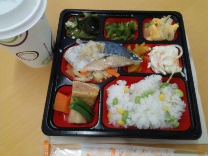 新宿の健康弁当は、鯖だった!472kcal。_c0212604_12324291.jpg