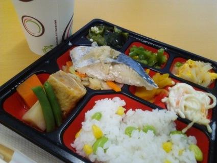 新宿の健康弁当は、鯖だった!472kcal。_c0212604_1352440.jpg