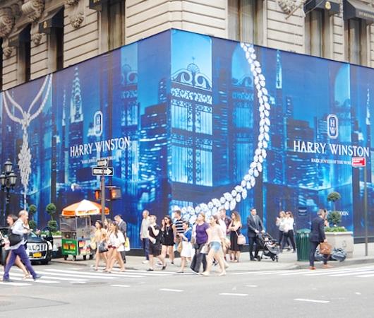 いかにもニューヨークらしい、改装工事中の5番街のお店を覆う防塵壁上の巨大ポスターや壁画_b0007805_25262.jpg