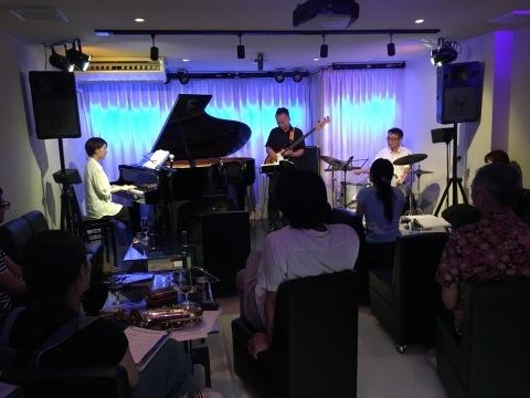 Jazzlive comin 本日木曜日は ジャズボーカルです。_b0115606_11080494.jpeg