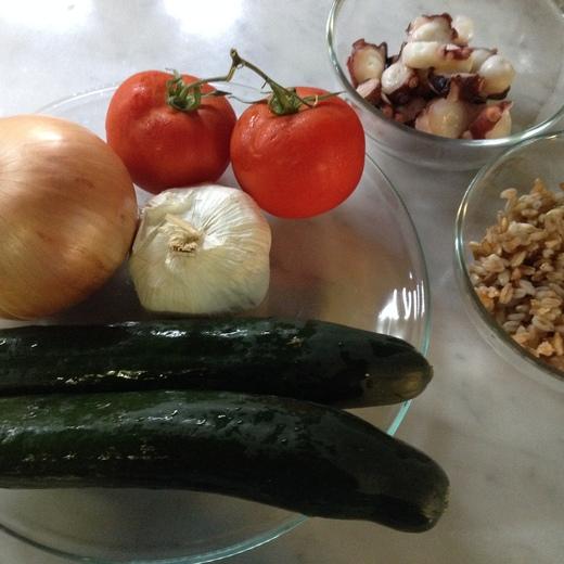 タコとトマトでファッロのサラダ_a0136671_2491677.jpg