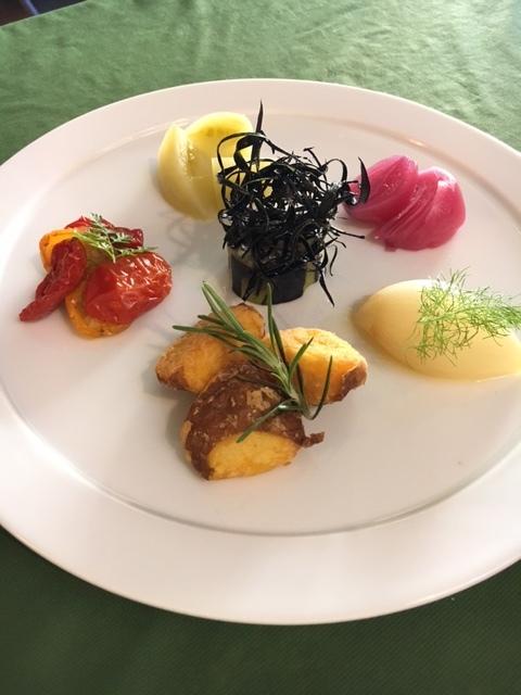 旬野菜だけ・・・・ 天草の白磁のお皿に・・・   _c0222448_17012524.jpg