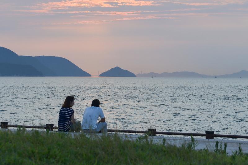 海岸散歩の夕日_d0246136_17435599.jpg