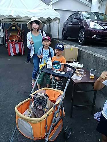 孫たちの町内の夏祭り_f0019498_22433262.jpg