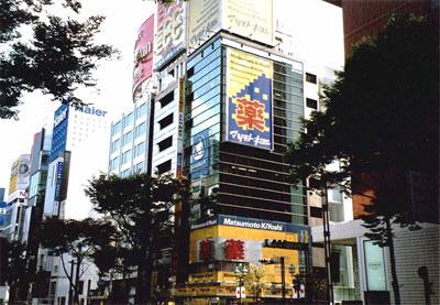 ヤフー japanのトップの猥雑さが日本人の美的センスの欠如を体現している_b0163004_06291917.jpg