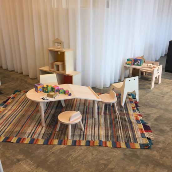 realas リアラスさま 家具工事とU,G FURNITUREの家具を取り扱っていただきます。_f0053665_15505019.jpg