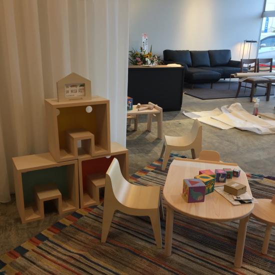 realas リアラスさま 家具工事とU,G FURNITUREの家具を取り扱っていただきます。_f0053665_15505094.jpg