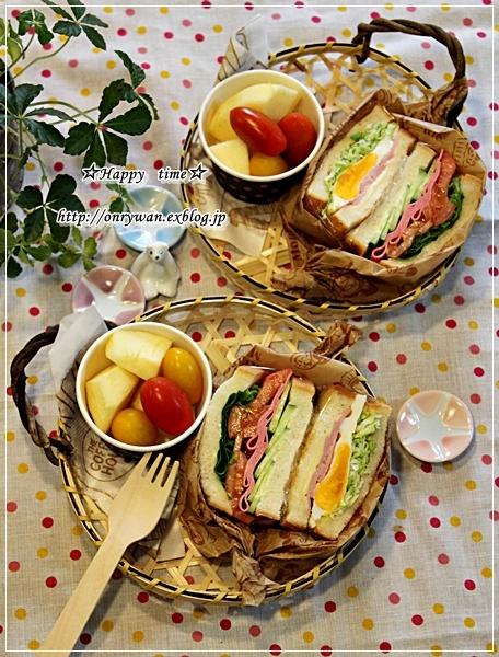 手作りラウンドパンでサンドイッチ弁当♪_f0348032_18090863.jpg