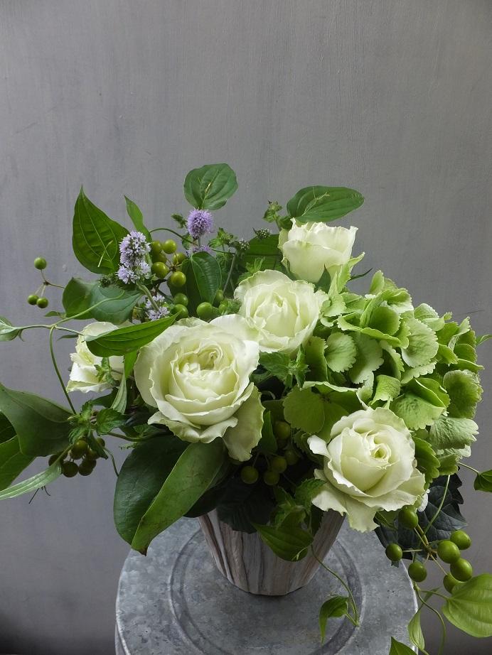 オークリーフ(バラと紫陽花と山帰来の実)_f0049672_15181114.jpg