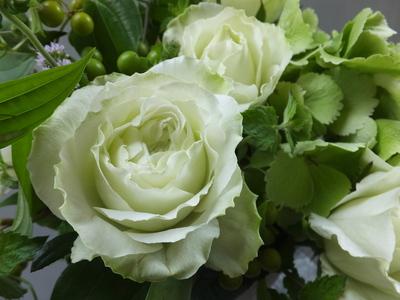 オークリーフ(バラと紫陽花と山帰来の実)_f0049672_15181922.jpg