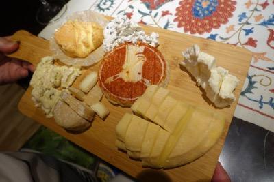 今度は珍しいチーズに出会う_d0133485_1345032.jpg